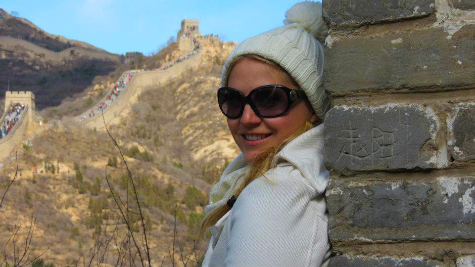 Great Wall of China - Chloe sitting on the wall - Badiling - time travel blonde